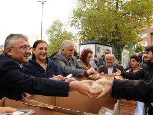 Çorlu Belediyesi Muharrem Ayı Münasebetiyle Aşure Dağıttı