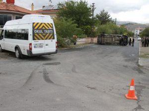 İki Öğrenci Servisi Çarpıştı: 6 Yaralı