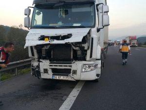 Tırın Çarptığı LPGli Otomobildeki 2 Kişi Yanarak Öldü