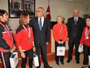 Çorlu Belediyesi Spor Kulübünün Başarılı Güreşçileri Ödüllendirildi