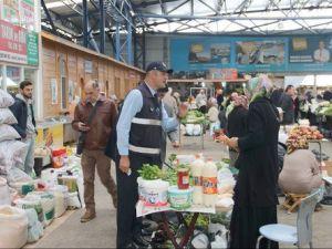 Zabıta Ekipleri Pazarlarda Açıktan Satılan Gıdaları Denetledi