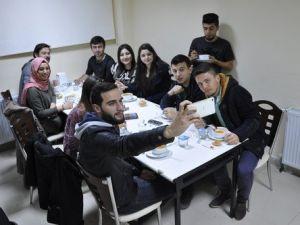 Amasya Üniversitesinden Geç Saate Kadar Ders Çalışana Çorba