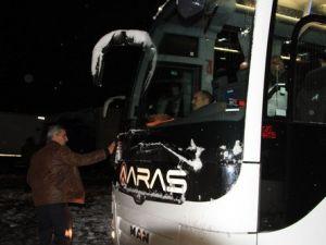 Sakaltutan Mevkinde Kardan Dolayı Yüzlerce Vatandaş Mahsur Kaldı