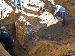 Ev Temeli Kazısında 1800 Yıllık Lahit Bulundu