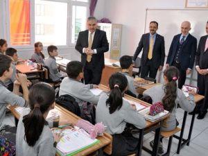 Uşak Valisi Okur: Öğretmen ve Öğrenci Kalitesini Arttırma Gayretlerimiz Var