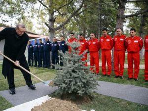Erdoğan, Türk Yıldızlarını Ziyaret Etti