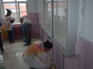 Gönüllüler Köy Okulunu İki Günde Pırıl Pırıl Etti