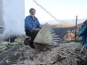 Yarım Asırdır Ağacı El Sanatı Ürünlere Dönüştürüyor