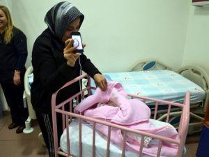 Kahramanmaraşın İlk Bebeği, Halasıyla Görüntülü Telefon Bağlantısı Yaptı
