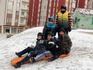 Tatil ve Kar Çocuklara Yaradı