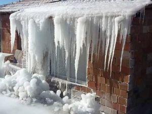 Çamelinde Buz Sarkıtları 1 Metreyi Geçti