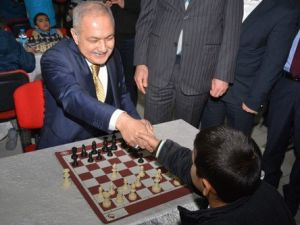 Satranç Turnuvası Başkan Karanın Hamlesi ile Başladı
