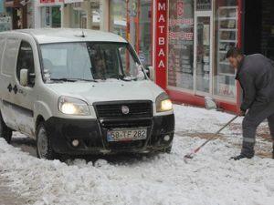 Kar Yağışı Sivasta Kara ve Hava Ulaşımını Aksattı