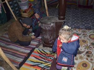 Soğuktan Bebekleri Donan Suriyeli Aile: Isınmak İçin Elbiselerimizi Bile Yaktık