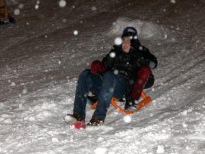 Sivasta Kadınlar, Kar Yağışının Tadını Kayarak Çıkardı
