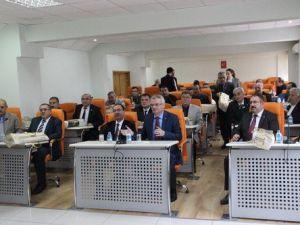 Çankırı Valisinden İl Genel Meclis Üyelerine Seccade