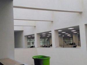 Üç Ay Önce Açılan Kütüphanenin Çatısı Aktı, İçi Kovalarla Donatıldı