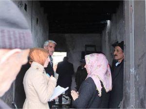 Hakkaride Evi Yanan Arar Ailesine Yardım Eli Uzatıldı