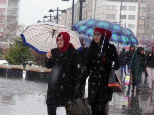 Sivasta Sabah Yağmur Öğleden Sonra Kar Yağdı