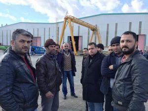 4 Aydır Maaş Alamayan İşçiler Çatıya Çıktı