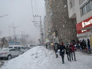 Yüksekovada Kar Kalınlığı 1 Metreyi Aştı