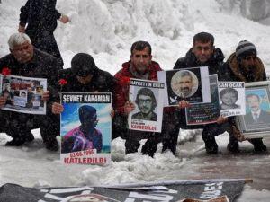 Cumartesi Anneleri ve Kayıp Yakınları Gazeteci Metin Göktepeyi Andı