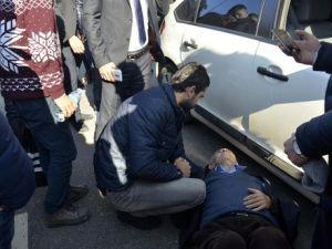 Otomobilin Çarptığı Yaşlı Adam Yerde Acılar İçinde Kıvrandı