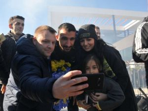 Fenerbahçe Ordu-Giresun Havalanında Çiçeklerle Karşılandı