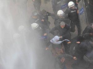 Vanda Protestoya Polis Müdahalesi