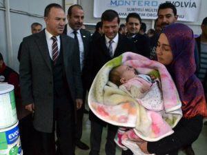 Suriyeli Annelere Bebek Maması Dağıtıldı