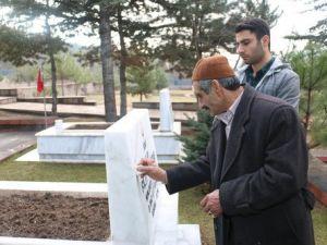 Şehit Askerin Mezarına 48 Yıl Sonra Ailesinden İlk Ziyaret