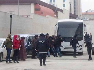 Elazığda Gözaltına Alınan 14 Şüpheli Adliyeye Getirildi