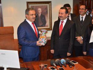 Selçuk Üniversitesinde Yeni Rektör Prof. Dr. Şahin Görevi Devraldı
