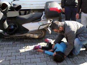 Motosikletin Çarptığı İlkokul Öğrencisi Ağır Yaralandı