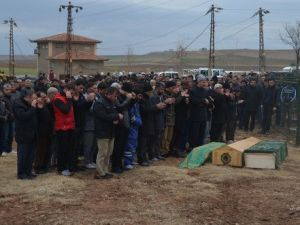 Çınardaki Patlamada Hayatını Kaybedenler Toprağa Verildi
