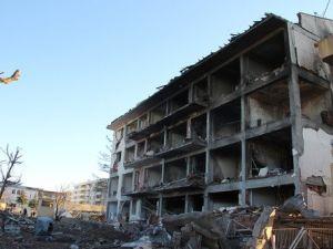 Patlamanın Meydana Geldiği Çınarda Halk Taşınıyor