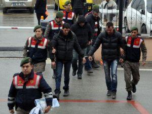 Tırda Havasız Kalan 106 Suriyeliyi Kaçağı Jandarma Kurtardı