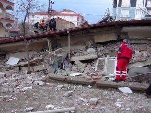 Adalet Bakanı Bozdağ, Çöken Binada İncelemede Bulundu