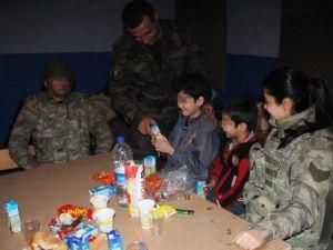 Surda Mahsur Kalan 5 Aileyi Jandarma Tahliye Etti