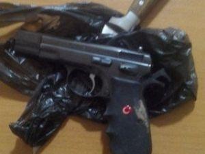 Polis Ekipleri, Silahla Bir Kişiyi Yaralayan Şüphelileri Yakaladı