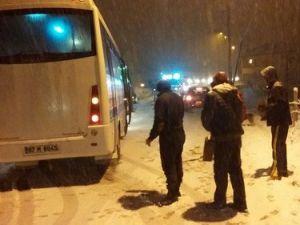 Ereğlide Kar Yağışı Sürücülere Zor Anlar Yaşattı