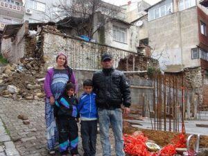 Ya Soğuktan Donup Öleceğiz Ya da Ev Başımıza Yıkılacak (Özel)