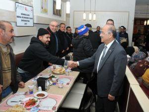 Sığınmacılar, İlin Yöneticileri ile Yemekte Buluştu