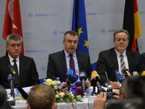 Türk ve Alman Polisinden İnsan Kaçakçılarına Darbe