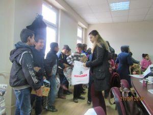 Kahta Ziraat Odasından Öğrencilere Ayakkabı Yardımı