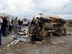 Siverekte Araç Şarampole Devrildi, 4 Yaralı