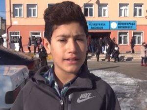Karnesi Kötü Olan Öğrenci Türkü Söyleyerek Eğlendi
