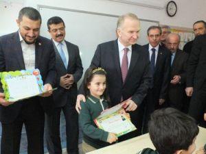 Nevşehirde Öğrenciler Karnelerini Aldı