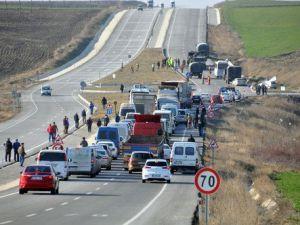 Tatbikattan Dönen Askeri Araç Kaza Yaptı: 3 Yaralı