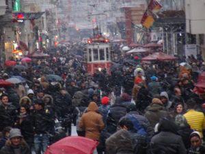 İstanbulda Kar Yağışı Etkisini Arttırdı